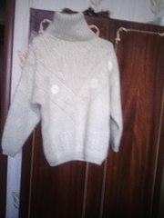 Продаю тёплый, красивый свитерок.